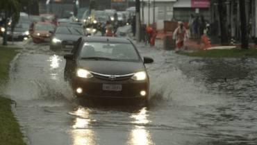 Saiba os tipos de seguro que cobrem danos causados por temporais e enchentes