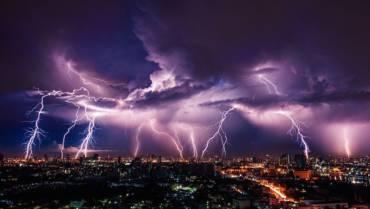 Queda de raio e danos elétricos: Entenda a diferença de coberturas no seguro residencial!
