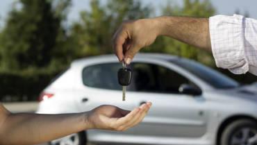 Cheque a documentação de carros usados antes de comprá-los